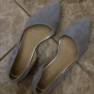 Naturalized Grey Pointed Flats
